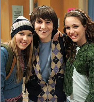 Mitchel Musso  with gf miley cyrus and emily osment