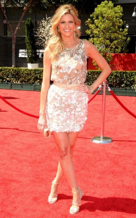 Erin Andrews Glams Up the 2011 ESPY Awards