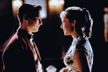 Pleasantville Tobey Maguire and Marley Shelton in  (1998)