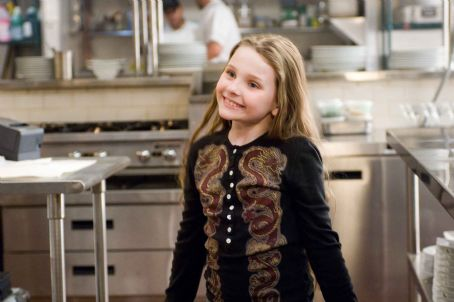 "No Reservations ABIGAIL BRESLIN as Zoe in Warner Bros. Pictures' and Village Roadshow Pictures' romantic drama "","" distributed by Warner Bros. Pictures. The film stars Catherine Zeta-Jones and Aaron Eckhart. Photo by David Lee"
