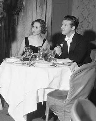 Dick Powell  and Mary Brian