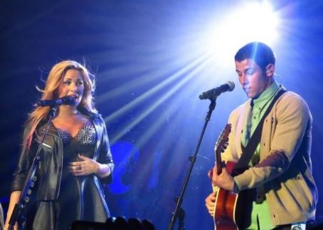 Nick Jonas perform with long time friend, Demi (July 18)
