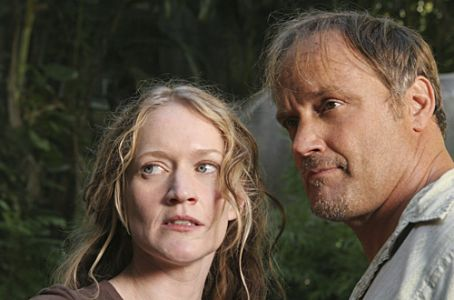 Paula Malcomson  and Michael Bowen in 'Lost' - Season 3, 'The Glass Ballerina'