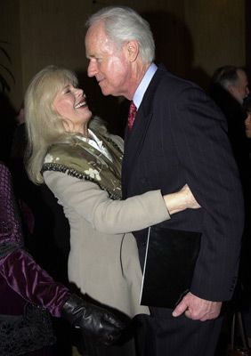 Mike Farrell , Loretta Switt