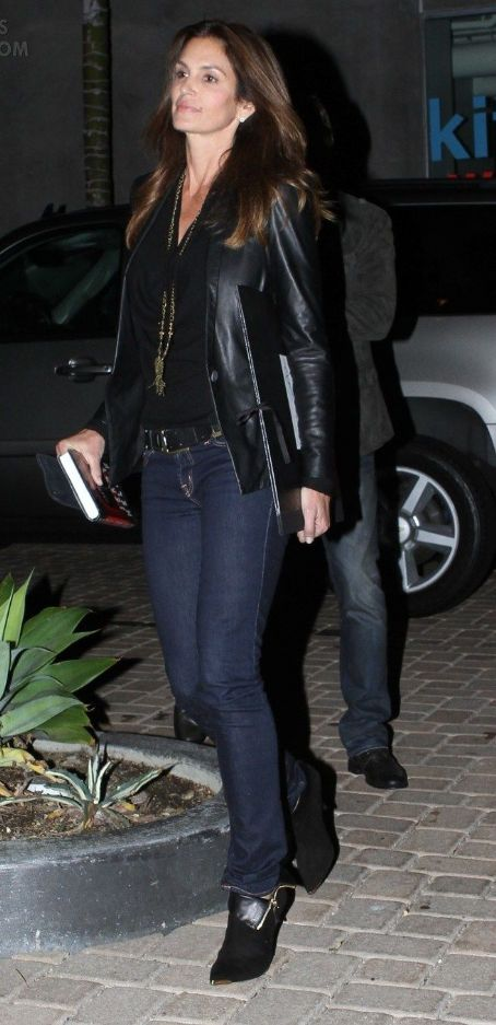 Cindy Crawford Has Dinner in Malibu