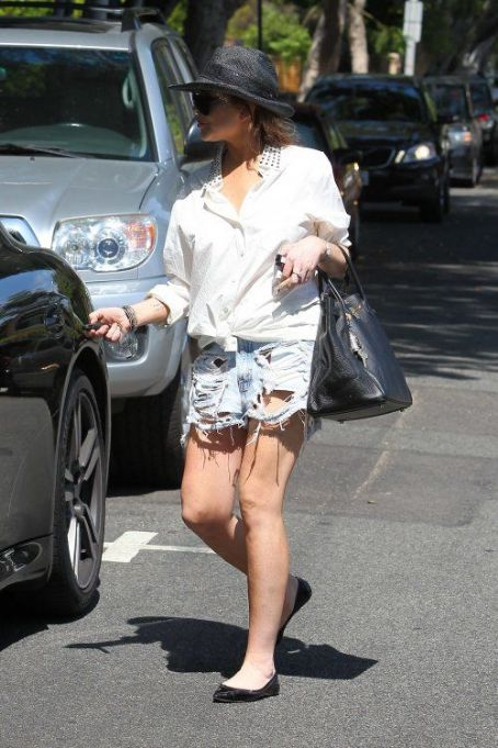Lindsay Lohan stopping by Cecconi's restaurant in West Hollywood today (August 1)