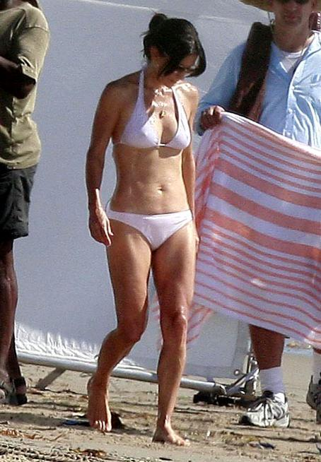 Courteney Cox - Pacific Palisades, CA - October 16, 2009