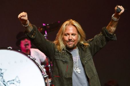 VINCE NEIL TO OPEN LAS VEGAS STRIP CLUB