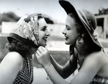 Priscilla Lane  with her sister Rosemary Lane