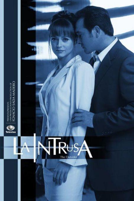 La intrusa (2001) Poster