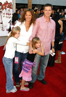 Eric Close  and Keri Close and family
