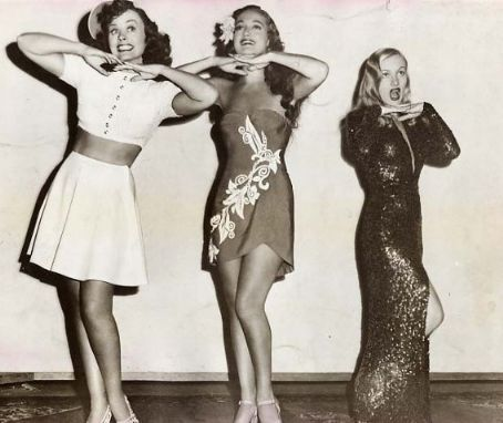 Dorothy Lamour  with Paulett Goddard (L) and Veronica Lake (R)