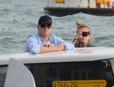 Luisana Lopilato and Michael Buble - Vacationing on Sunday (April 24) in Venice, Italy