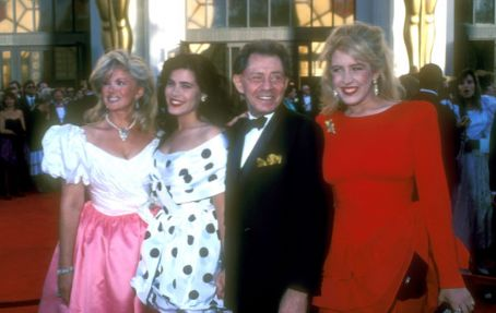 Joely Fisher  with mother Connie Stevens, father Eddie Fisher, and sister