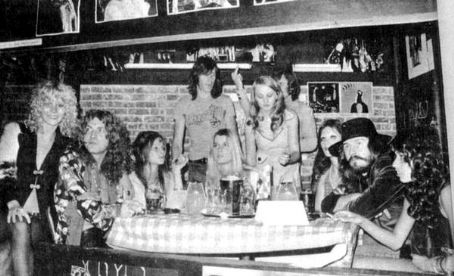 Lori Maddox Sable Starr haging out with Led Zeppelin, groupies and friends in LA, may 1972.