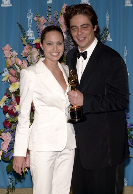 Benicio Del Toro Angelina Jolie and  At The 73rd Annual Academy Awards - Press Room (2001)