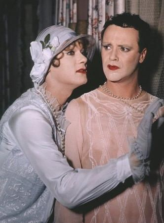 Tony Curtis Jack Lemmon and  in Some Like It Hot (1959)