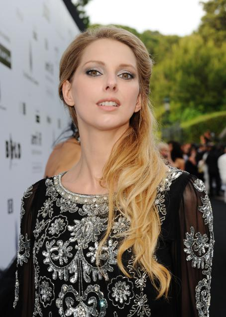 Frédérique Bel Frederique Bel Arrives For The AmfAR Cinema Against AIDS 2009 , 2009-05-21