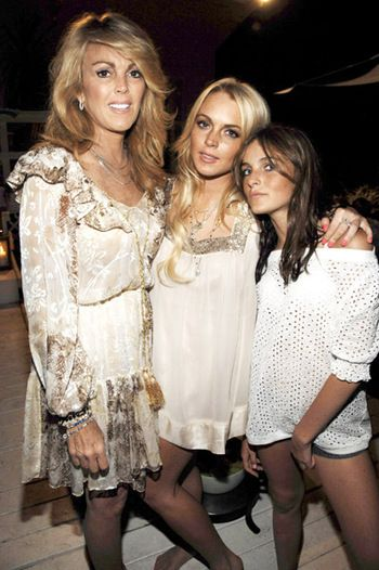 Dina Lohan Ali Lohan with Mom and Sister Lindsay