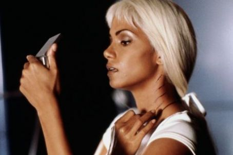 Storm Halle Berry as Ororo Monroe/ in X-Men (2000)
