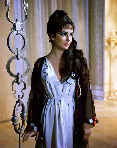 Cleopatra Elizabeth Taylor in  (1963)