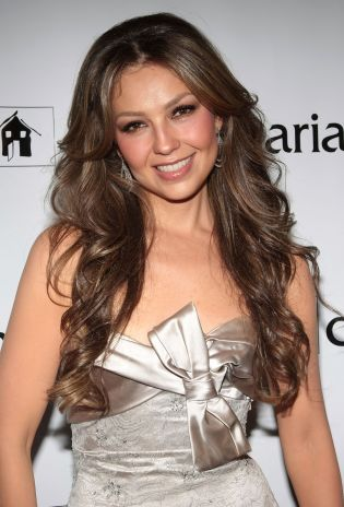 Thalia appeared in a nude strapless dress and with stunning hair style.