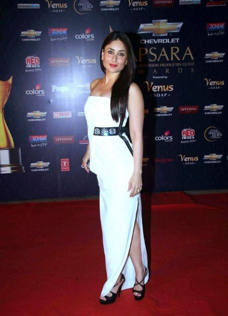 Kareena Kapoor at The Aspara Awards 2012