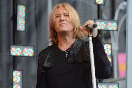 Def Leppard Re-Recording Hit Songs to 'Wrestle Back Career' From Record Label