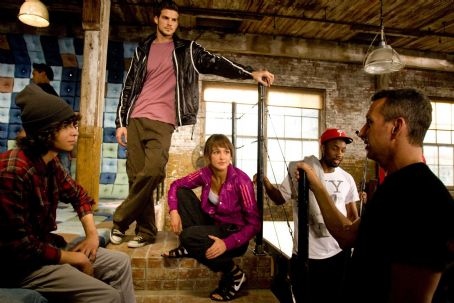 BTS: Jon Chu (in b.g.), (L-R) Adam Sevani, Rick Malambri, Sharni Vinson, Dondraico Johnson, Adam Shankman. Ph: K.C. Bailey ©2010 Summit Entertainment, LLC. All rights reserved.