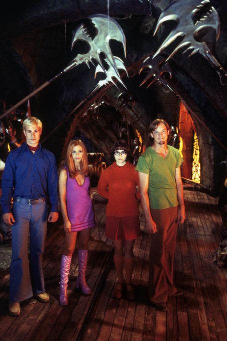 Velma Freddie Prinze Jr. as Fred, Sarah Michelle Gellar as Daphne, Linda Cardellini as  and Matthew Lillard as Shaggy in Warner Brothers' Scooby Doo - 2002
