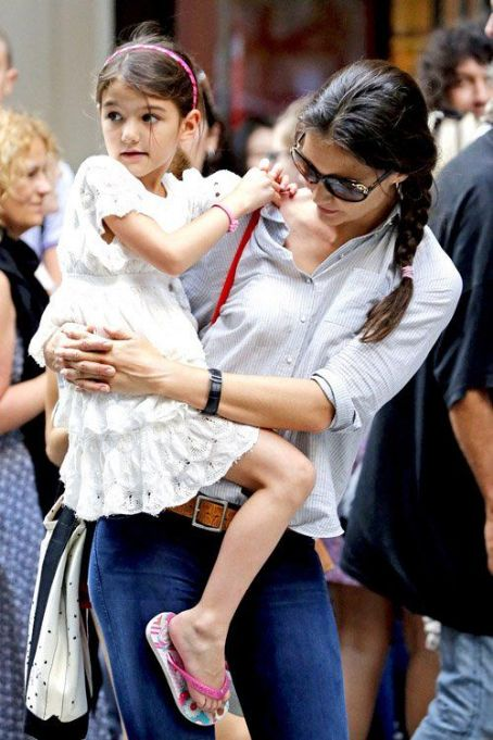 Katie Holmes with Suri Cruise at the MoMA (Museum of Modern Art) New York City (August 6)