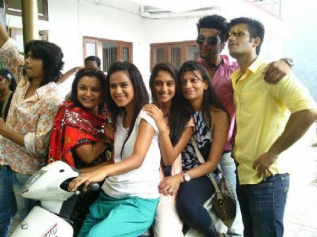 Karan Tacker and Krystal D'Souza Jeevika and Manvi in Ek Hazaaron Mein Meri Behna Hai Sister bond Pictures