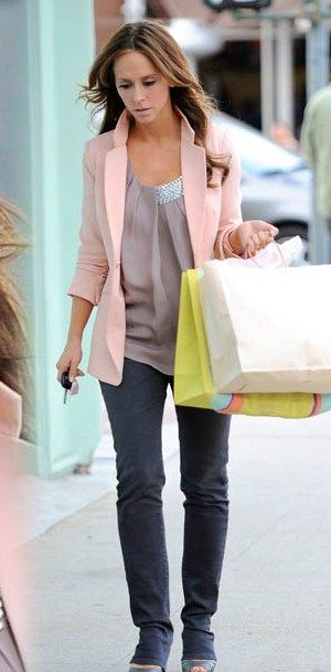 Jennifer Love Hewitt Shopping at The Paper Source