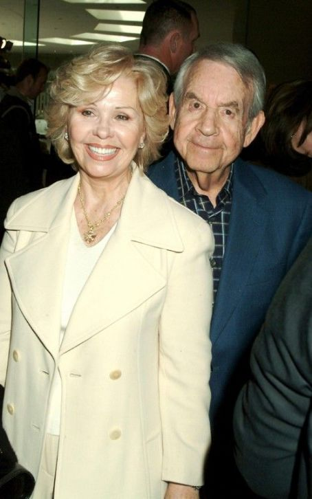 "Tom Bosley ""Happy Days"" Actor  Passes Away"