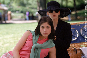 Cruel Intentions Sarah Michelle Gellar and Selma Blair in Columbia's  - 1999