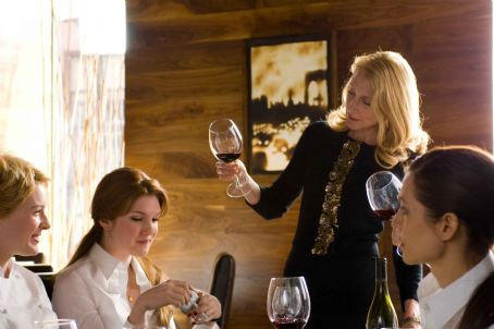 "No Reservations (L-r) JENNY WADE as Leah, LILY RABE as Bernadette and PATRICIA CLARKSON as Paula in Warner Bros. Pictures' and Village Roadshow Pictures' romantic drama "","" distributed by Warner Bros. Pictures. The film stars Cather"
