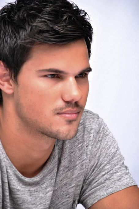 Taylor Lautner - Grown Ups 2 Portraits Group 3