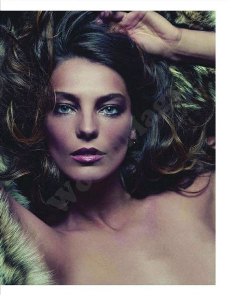 Daria Werbowy - Vogue Magazine Pictorial [France] (February 2012)