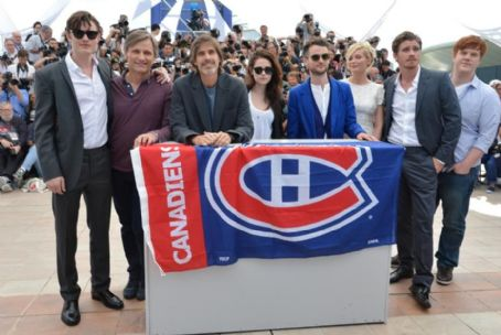 Viggo Mortensen - Kristen, Kirsten, Garrett, Tom and Sam Hit Cannes With the On the Road Crew