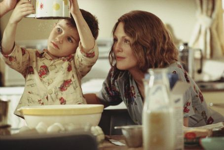 Jack Rovello as Richie and Julianne Moore as Laura Brown in Paramount Pictures and Miramax Films' The Hours - 2002