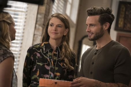 'Younger': Darren Star on Ageism and Liza's 'Mid-Love Crisis' in Season 3