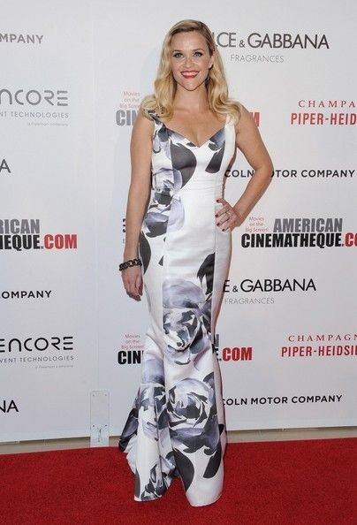 Reese Witherspoon wears Prabal Gurung - American Cinematheque 28 th Annual Awards Presentation To Matthew McConaughey
