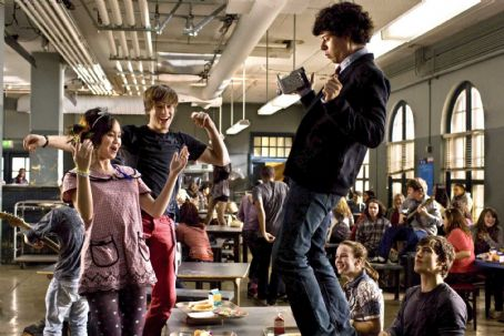 Kay Panabaker (Left to Right) Joy (ANNA MARIA PEREZ DE TAGLE), Kevin (PAUL McGILL), Neil (PAUL IACONO), Jenny (KAY PANABAKER, seated), and Marco (ASHER BOOK, seated) jamming in the cafeteria in Metro-Goldwyn-Mayer Pictures and Lakeshore Entertainment's FAME. Phot
