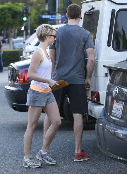 Brooks Laich Julianne Hough and her new boyfriend  grocery shopping at Bristol Farms in West Hollywood, California on February 16, 2014
