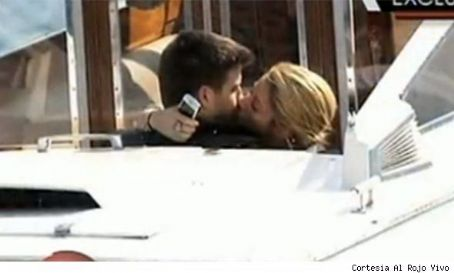Shakira, Piqué very publicly in lust