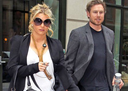 Report: Jessica Simpson Pregnant With First Child