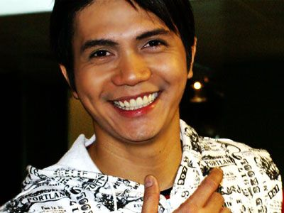 You are here: Pics > Vhong Navarro Pics (43 pics of Vhong Navarro)
