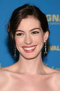 Anne Hathaway Wants To Get Married