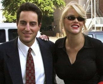 Anna Nicole Smith's boyfriend Howard Stern, doctors charged