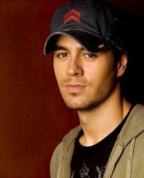 Enrique Iglesias Hairstyle on Enrique Iglesias Fashion And Style   Enrique Iglesias Dress  Clothes